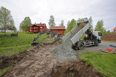 26 maj 2015 - Byggnationen av nya Kanalparken inleddes med förstärkning av marken.