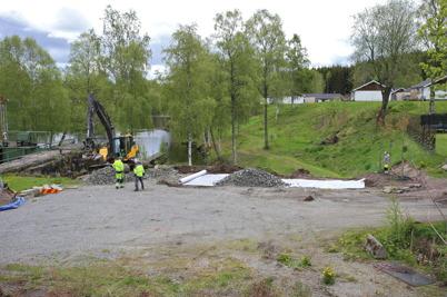 26 maj 2015 - Kommunen fyllde upp den svaga slänten i nya Kanalparken.