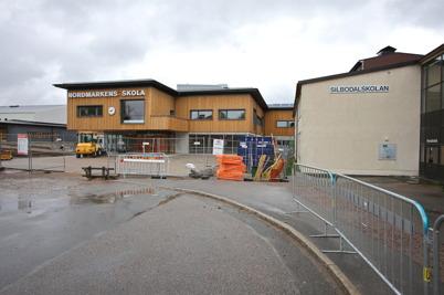28 maj 2015 - I Årjäng tog nya Nordmarkens skola över stafettpinnen från gamla Silbodalskolan.