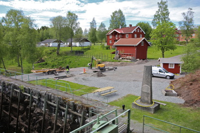 5 juni 2015 - Vid övre slussen i Töcksfors fortsatte kommunen arbetet att skapa den nya Kanalparken.