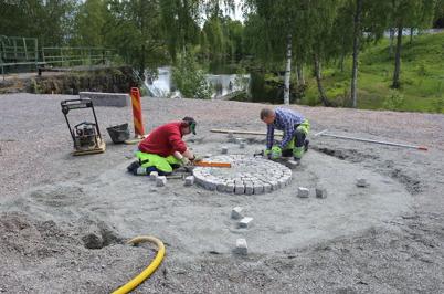 15 juni 2015 - Vid övre slussen fortsatte kommunen skapandet av  Kanalparken.