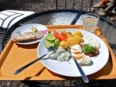 16 juni 2015 - Och vid Silleruds station serverade man sommarmat.