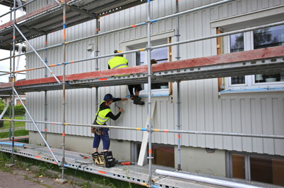 17 juni 2015 - I Töcksfors fortsatte renoveringen av fastigheten Västra Torggatan 2.