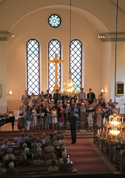 20 juni 2015 - Midsommarkonserten i Västra Fågelviks kyrka drog stor publik.