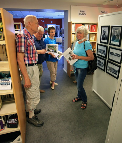 4 juli 2015 - I biblioteket hade Fornminnesföreningen  öppet hus med visning av utställningen om Kanalen Stora Lee - Östen, som skulle fylla 100 år under hösten.