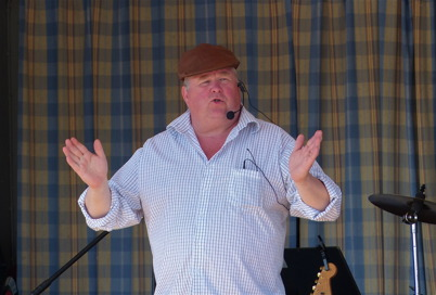 4 juli 2015 - Kjell-Åke i Myra lockade fram många skratt under sitt framträdande på Töcksmarksveckan.