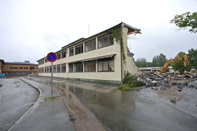 21 juli 2015 - Det blev allt mindre kvar av Silbodalskolan.