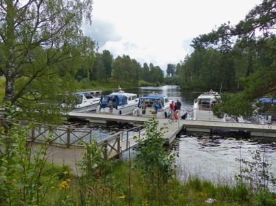 29 juli 2015 - I kanalen låg turistbåtarna sida vid sida.