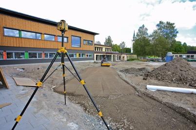 6 augusti 2015 - Vid Nordmarkens skola fortsatte man att skapa den yttre miljön.