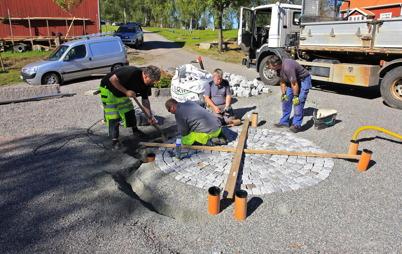 19 augusti 2015 - Och i Töcksfors slutspurtade kommunens personal för att få Kanalparken klar inför den stora festen i september.