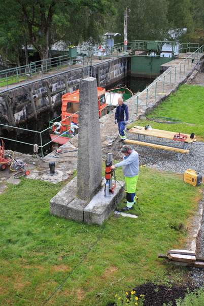 26 augusti 2015 - Det var många ljuspunkter som skulle  monteras i Kanalparken.