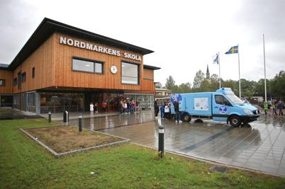 27 augusti 2015 - I Årjäng var det dags att inviga Nordmarkens skola, med gratis glass till alla.