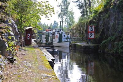 3 september 2015 - Storholmen passerade nedre slussen på väg till firandet av kanalens 100-årsdag, på samma sätt som ångbåten Nordmarken gjorde 100 år tidigare men då var det invigning av Kanalen Stora Lee - Östen.