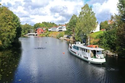 3 september 2015 - Storholmen hälsades välkommen till Töcksfors med vattenspel från den nya fontänen.