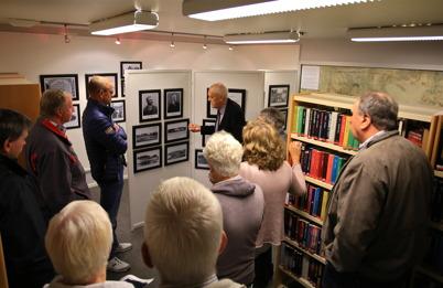 5 september 2015 - Per Nilsson från Fornminnes-föreningen hade guidad visning av utställningen om Kanalen, i biblioteket.