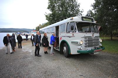 5 september 2015 - I Östervallskog väntade Jörgen Stomberg med veteranbussen från 1950-talet, som skulle ta gästerna tillbaka landvägen till Töcksfors.