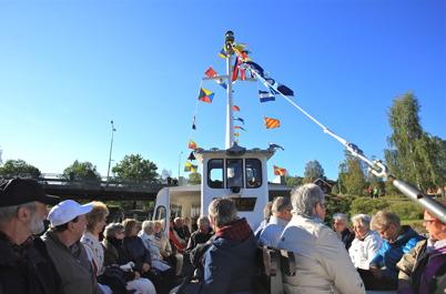 6 september 2015 - Kanalfesten fortsatte på söndagen ombord på Storholmen med kurs mot Östervallskog, där det blev ekumenisk gudstjänst och ett historiskt spel.