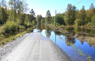 19 september 2015 - Och i Ivarsbyn stängde regnandet vägen mot Holmedal.