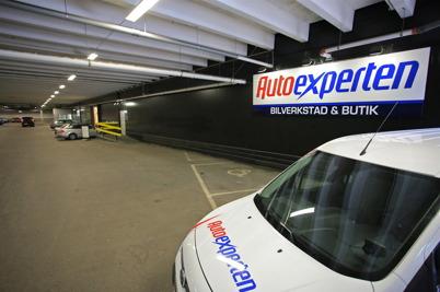 1 oktober 2015 - Och i shoppingcentrets P-hus försvann Mekonomen och istället kom Autoexperten.