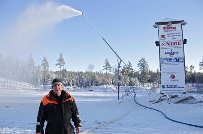 22 november 2015 - Vid Kölen sportcenter gjorde Thore Berglund ett första försök att skapa vinter.