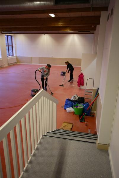 24 november 2015 - Träningslokalen som tidigare var badhusets simbassäng städades för att snart kunna släppa in alla som önskar träna.
