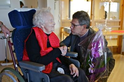 28 november 2015 - Thora Henriksson, av många känd som syster Thora, firades stort på Solgården när hon fyllde 100 år.