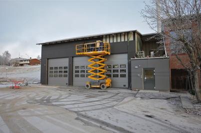 15 december 2015 - Nya brandstationens fasad kom på plats.