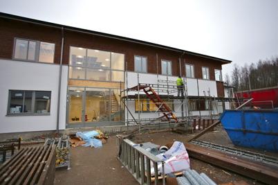 17 december 2015 - Vid Nordic solar bygget var fasaden klar och ställningarna plockades ner.