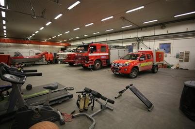 17 december 2015 - Och i en industrilokal stod brandbilarna och väntade på att få flytta in i nya brandstationen.