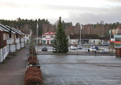 23 december 2015 - Vid torget var julstämningen som bortblåst.