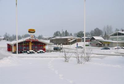 13 januari 2010 - Busscentralen och Töcksfors Färg. I bakgrunden syns badhuset och brandstationen.