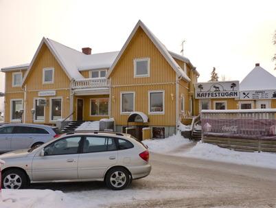 13 januari 2010 - Gamla centrumhuset med Auktionshallen i före detta Skohörnans butikslokal samt Kaffestugan.