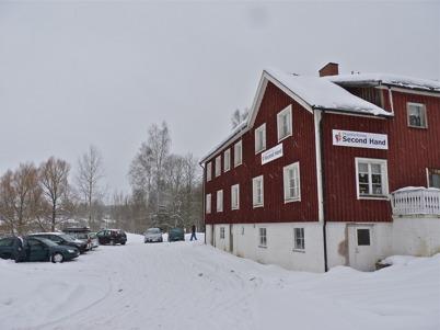27 februari 2010 - Pingstkyrkans second hand butik är välbesökt på lördagarna.