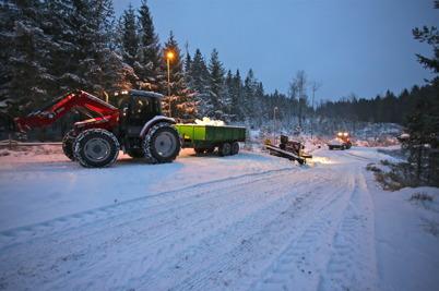 28 december 2015 - Vid Kölen Sportcenter jobbade man intensivt  för att få till bra underlag för skidspåren.