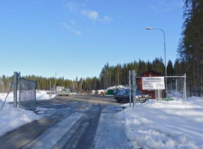 13 mars 2010 - Vid återvinningscentralen skall allmänheten sortera diverse sopor. Här finns särskilda behållare för wellpapp, metallskrot, byggnadsvirke, brännbart avfall, miljöfarligt avfall, elektronikskrot, kyl och frys, elspisar etc.