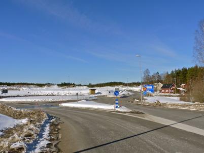 15 mars 2010 - Rondellen vid Östervallskogsvägen. I bakgrunden syns gamla E18 mot Hån och området där Töcksfors handelspark skall byggas.