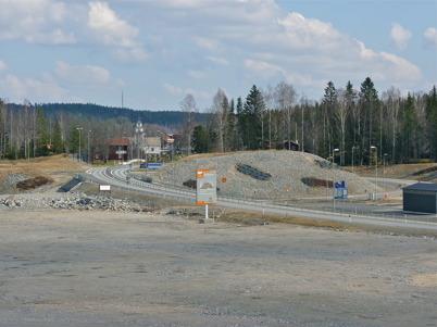4 april 2010 - Det nya vägmotet där Östervallskogsvägen och gamla E18 från Hån ansluter till nya E18.