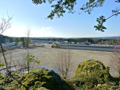 9 april 2010 - Utsikt från industriområdet Källhultet mot industriområdet Ståltorpet. Skogsterrängen jämnas ut för att ge plats för nya industribyggnader.