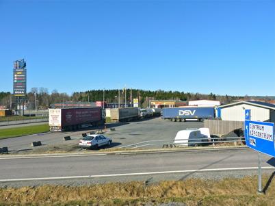 19 april 2010 - Långtradarna står i kö vid Shell för att tanka diesel.
