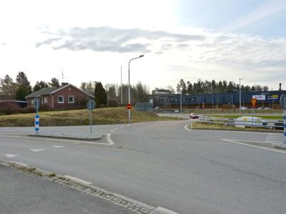 23 april 2010 - Avfarten från E18 in på Sveavägen bakom Shell bensinstation.