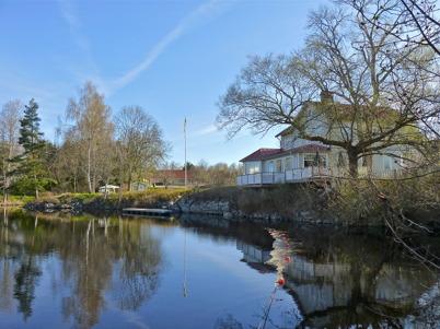 8 maj 2010 - Restaurang Waterside vid övre slussen. I bakgrunden syns vårdcentralen Töcksforspraktiken.