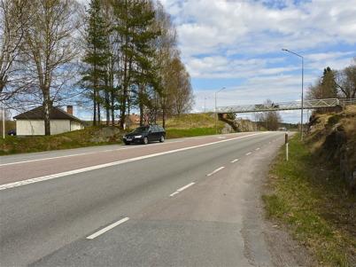 9 maj 2010 - Gång- och cykelbron över E18 vid församlings-hemmet.