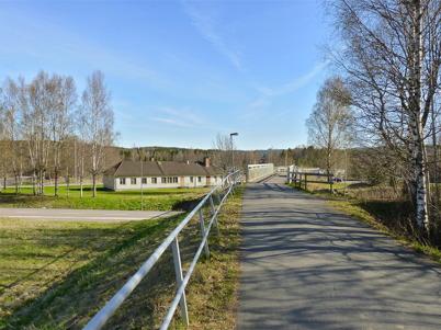 8 maj 2010 - Gång- och cykelbron över E18 vid församlings-hemmet.