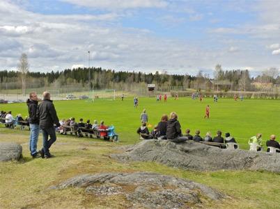 9 maj 2010 - Fotbollsmatch på Hagavallen. Töcksfors damlag möter damlaget Kronan i division 5 västra.