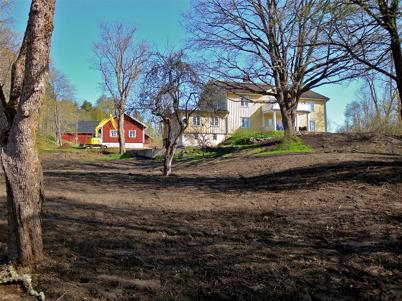 17 maj 2010 - Parkanläggningen vid Herrgården iordningställs.