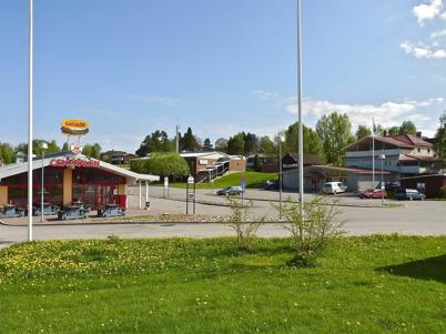 24 maj 2010 - Busscentralen, brandstationen och badhuset samt Töcksfors Färghandel.
