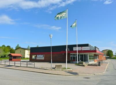 24 maj 2010 - Den tomma affärsfastigheten vid torget ägs nu av Olympus Fastighets AB. I lokalen fanns tidigare en matvarubutik.