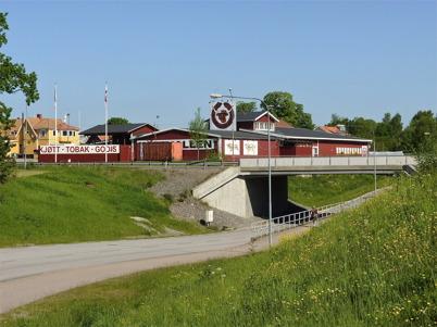 6 juni 2010 - Kötthallen och viadukten under E18.
