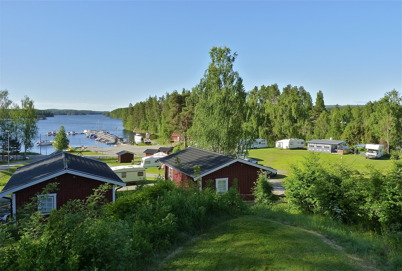 15 juni 2010 - Sandvikens camping och småbåtshamn i vackert försommarväder.