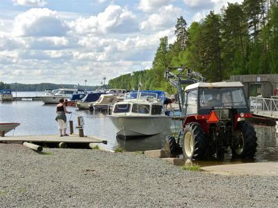 10 juni 2010 - Sjösättning vid småbåtshamnen i Sandviken.